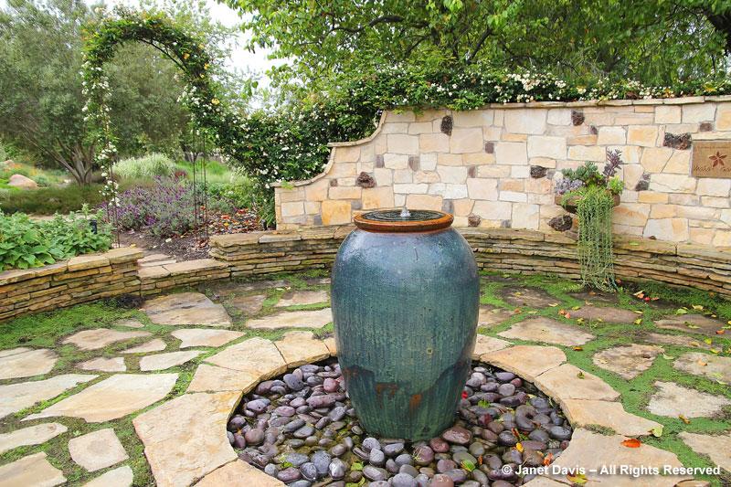 A visit to seaside gardens janet davis explores colour for Seaside garden designs