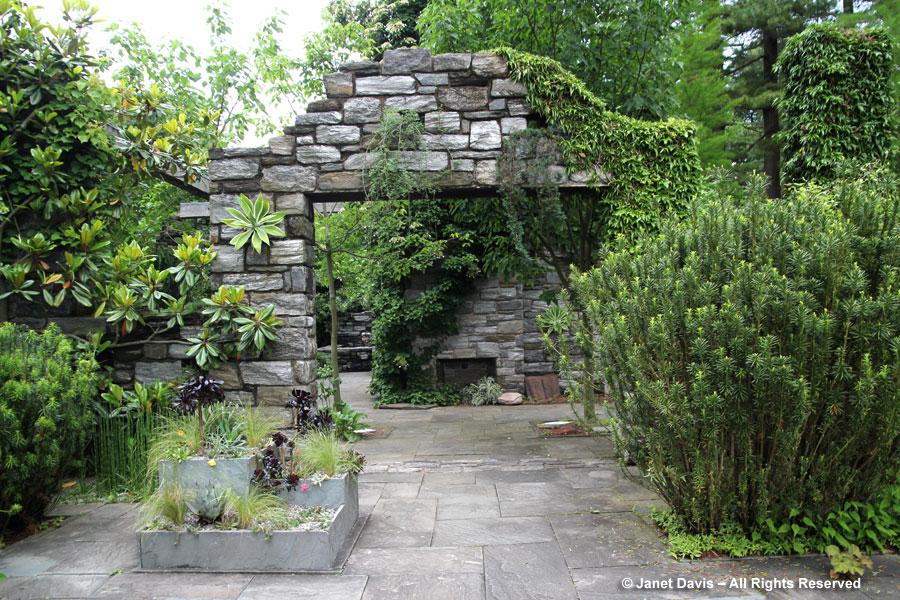 01-Minder House Ruin Garden