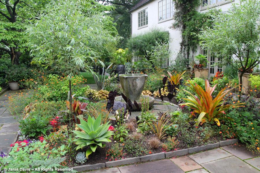 02-Teacup Fountain Garden