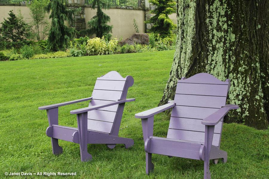 05-Chairs near long borders