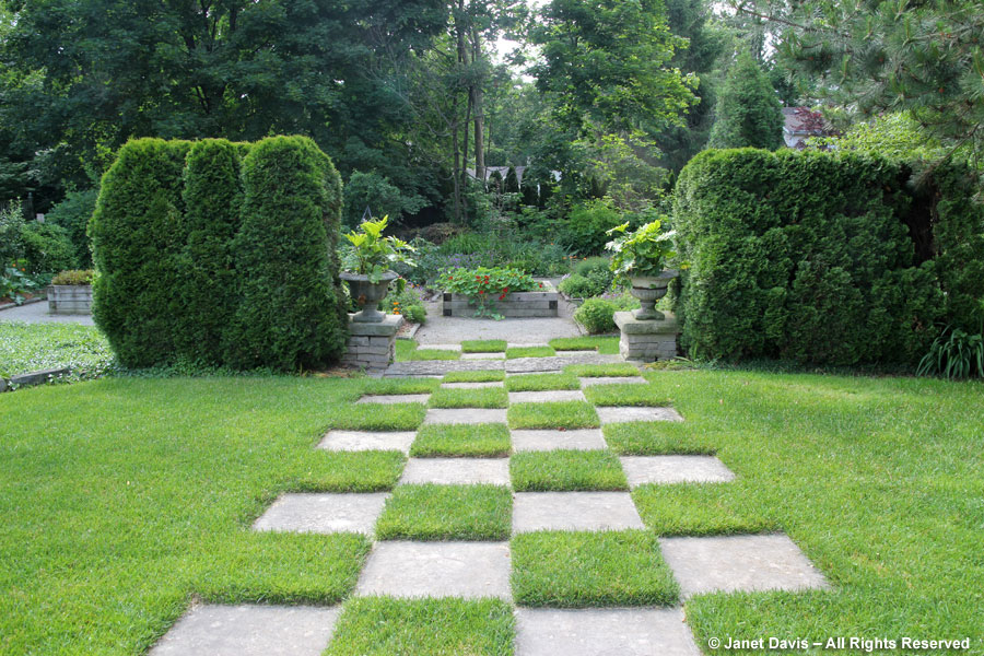 Checkboard flagstone path
