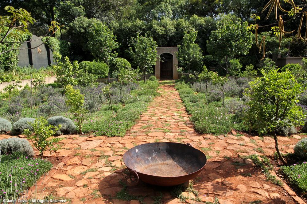 Small gardens south africa vegetable garden tips and for Vegetable garden designs south africa