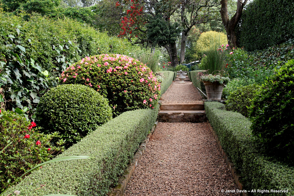Pietermaritzburg garden south africa nabygelegen wiida for Garden hedge designs