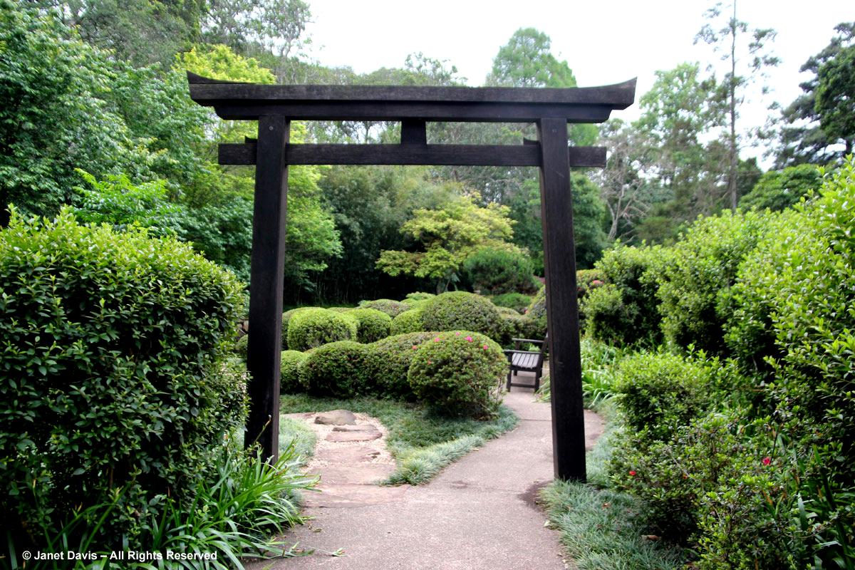 Attractive Tori Gate Japanese Garden Makaranga