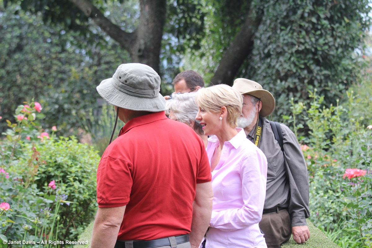 Wiida Badenhorst talking to tour members