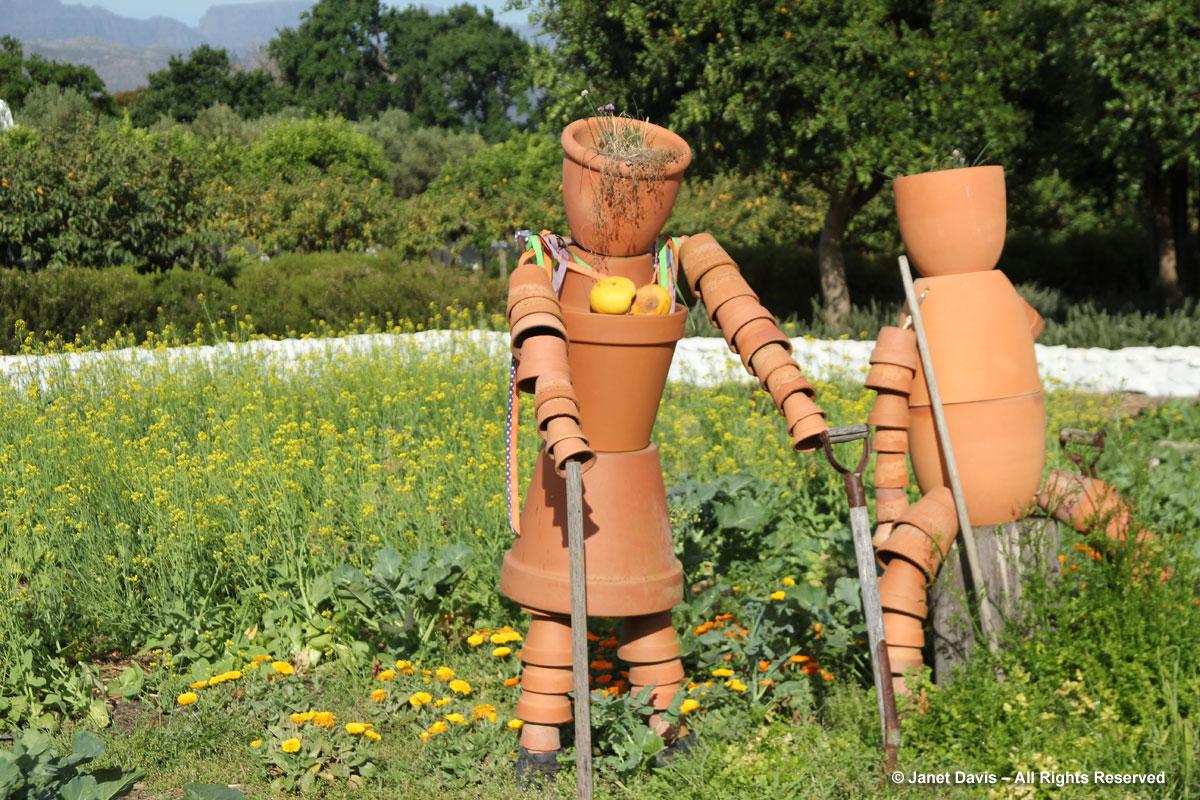 15-Clay-pot gardeners-Babylonstoren