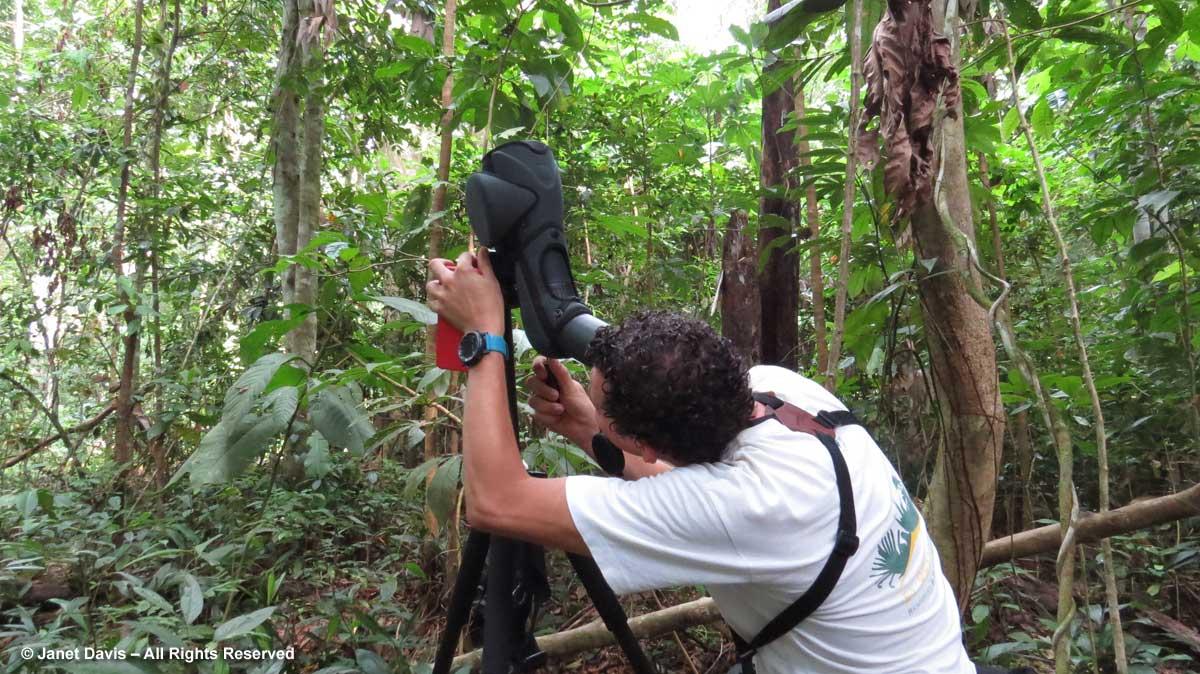 Felix-using scope in rainforest-El Remanso