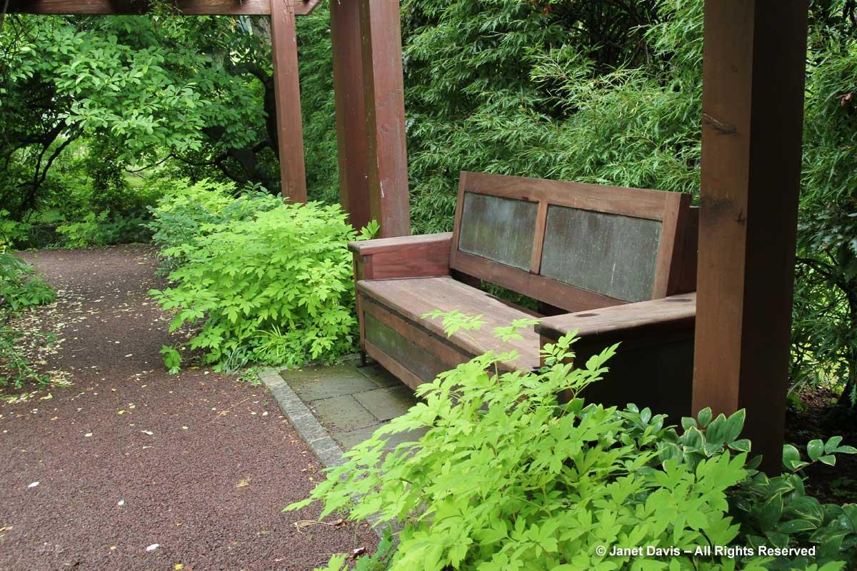 chanticleer-tennis-garden-pergola-bench