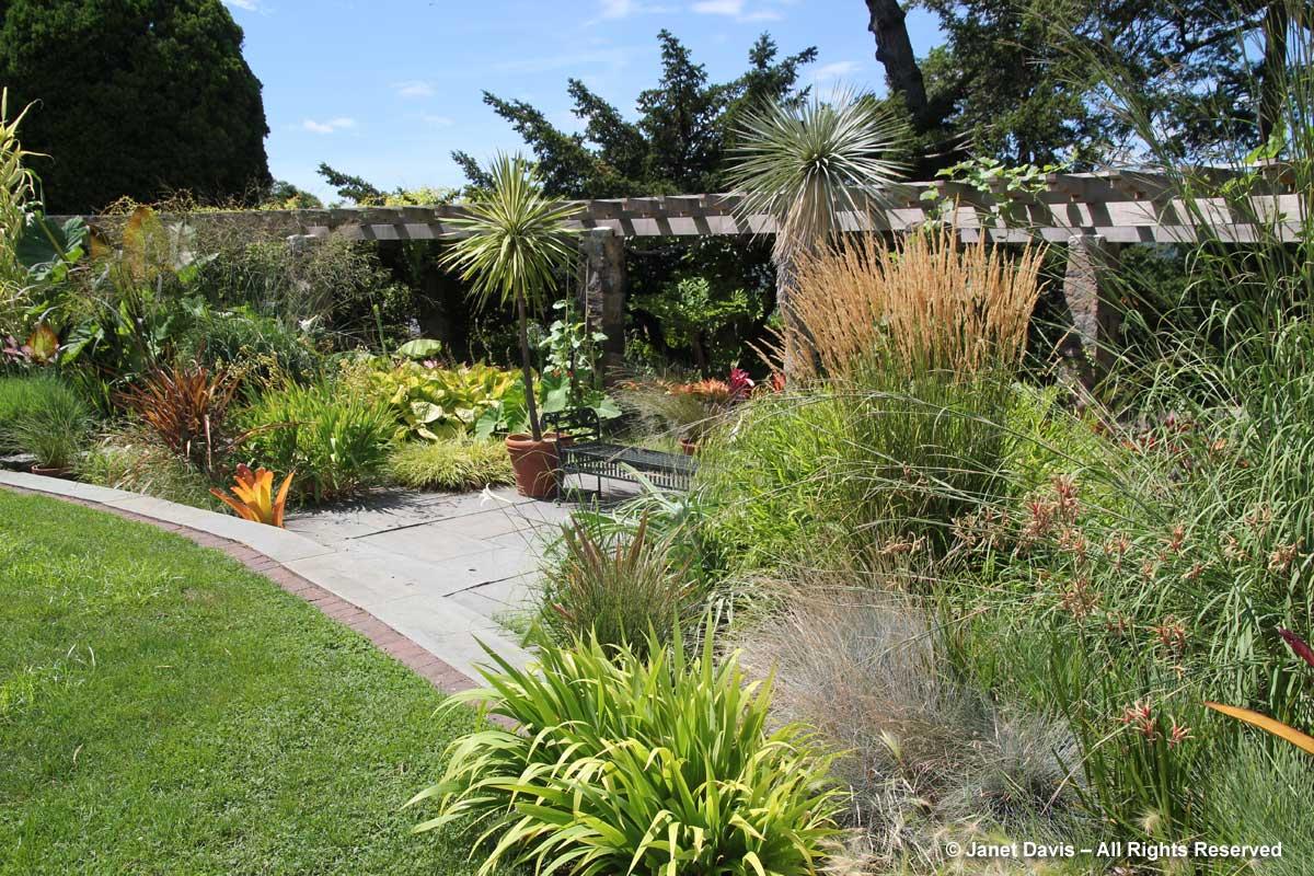 monocot-garden-wave-hill