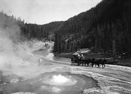 14-stagecoach-yellowstone-geysers