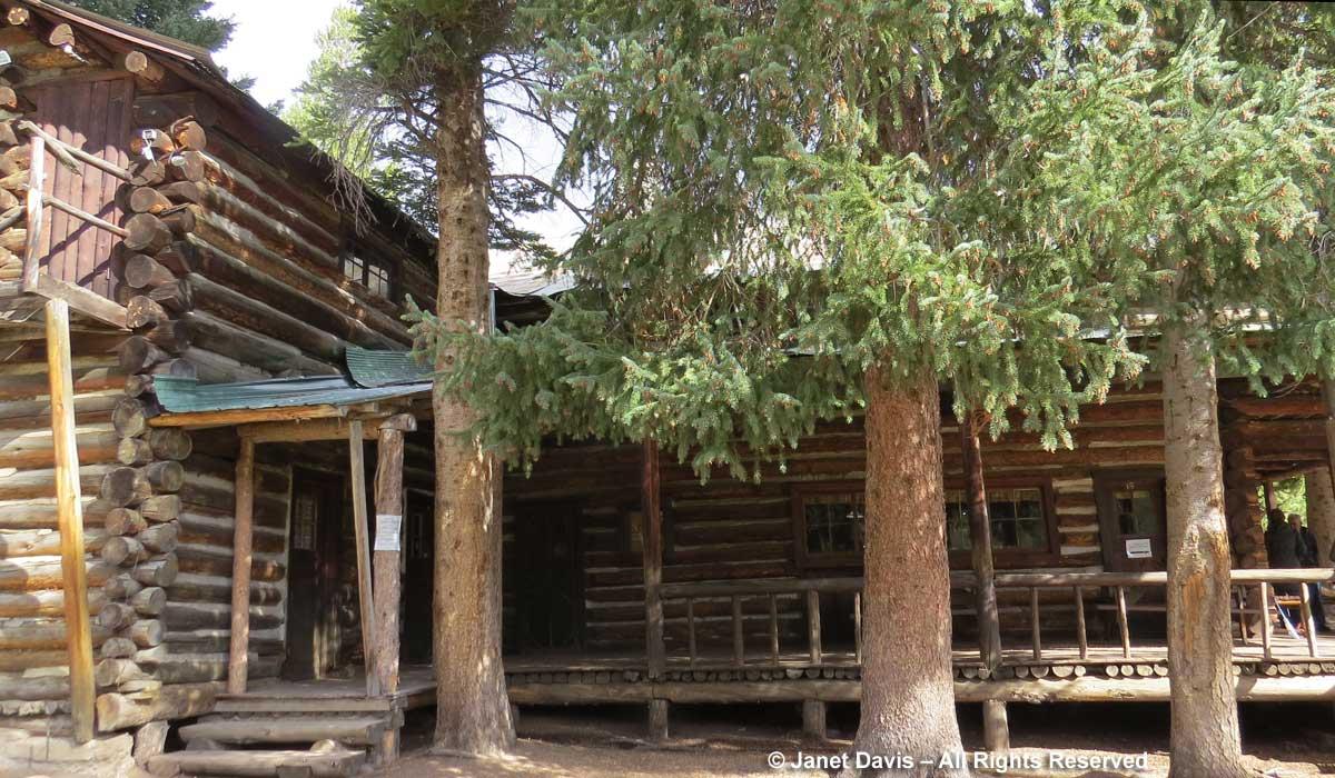 Buffalo Bill Hunting Lodge-Pahaska