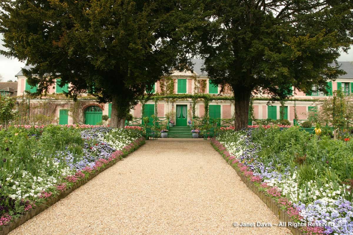 Giverny-Monet's Garden-Allee & House-Clos Normand-spring tulips (2)