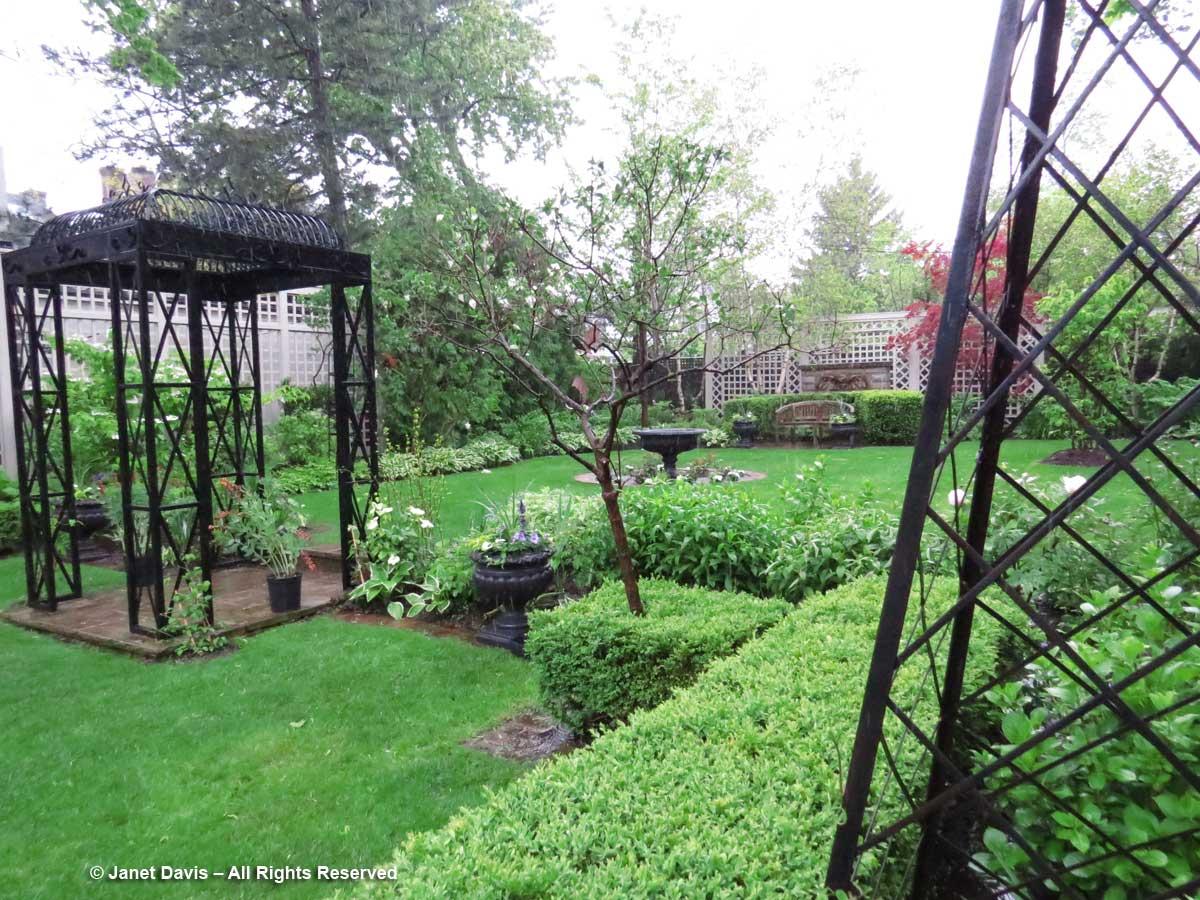 Toronto Botanical Garden-Through the Garden Gate-2017-Obelisk & Arch