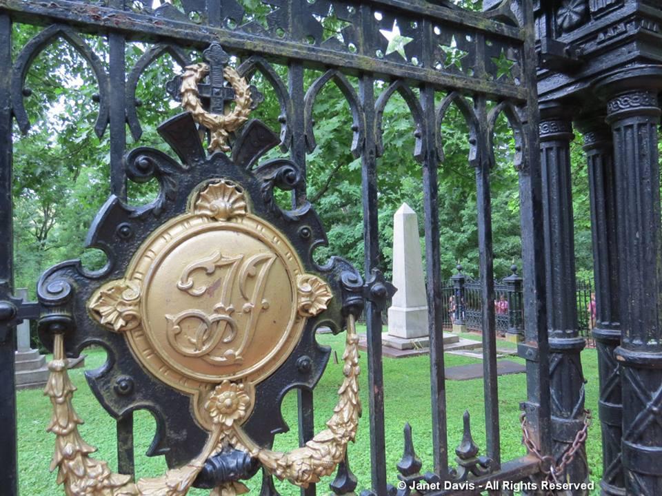 Graveyard-Monticello2-Thomas Jefferson Tombstone