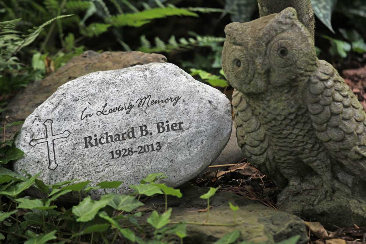 Memorial stone-Richard Bier