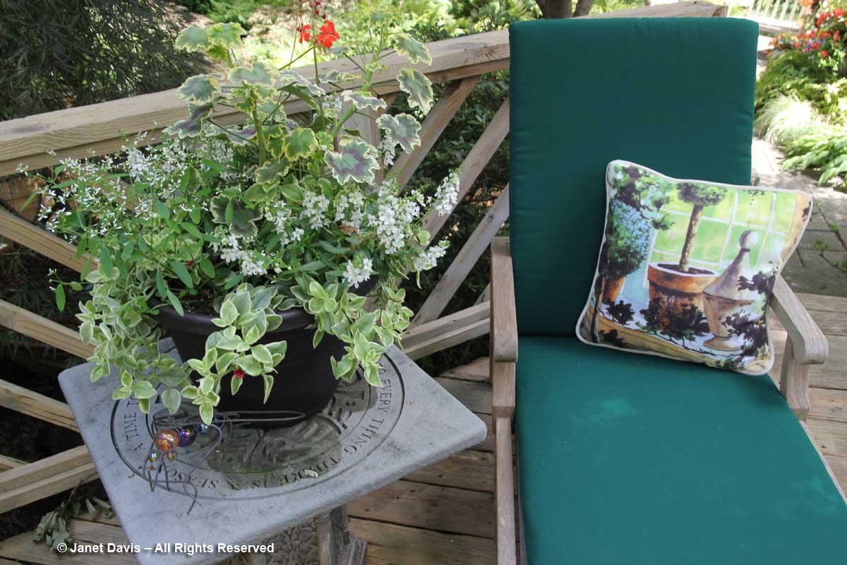 Peg Bier-green chaise