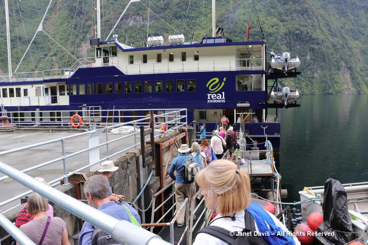 Boarding-Fiordland Navigator-Deep Cove-Doubtful Sound-Fiordland