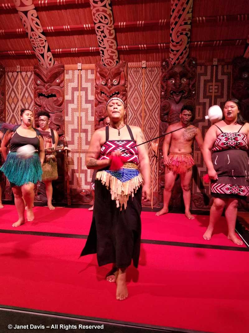 Te Pito Whenua-Poi Dance-Waitangi